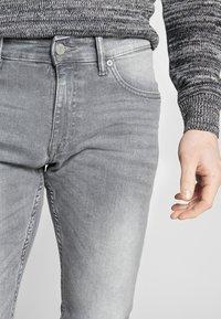 QS by s.Oliver - Jeans Slim Fit - denim grey - 3