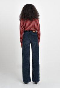 Levi's® - RIBCAGE CORD WIDE LEG - Flared Jeans - navy blazer plush cord - 3