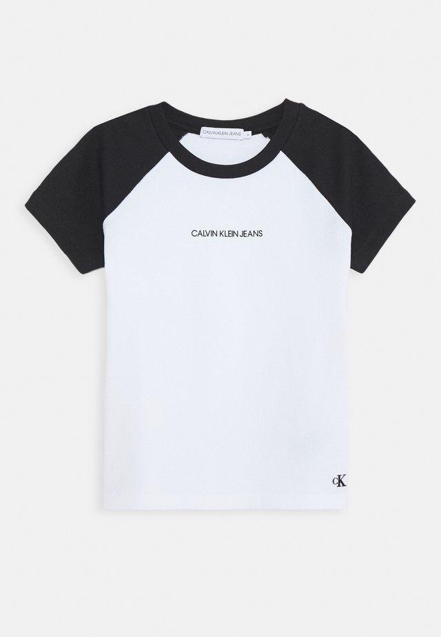 COLORBLOCK - Print T-shirt - black/white