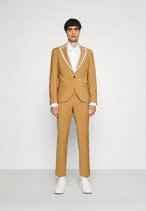 HYNES SUIT - Costume - mustard
