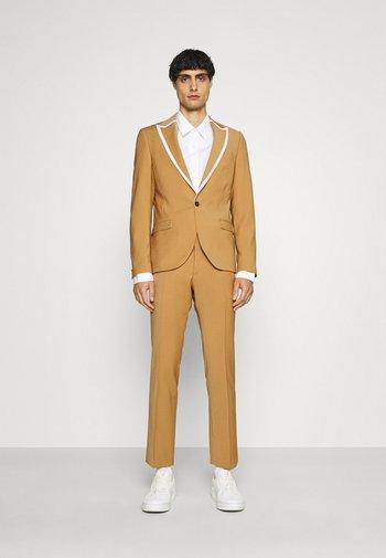 HYNES SUIT - Kostym - mustard
