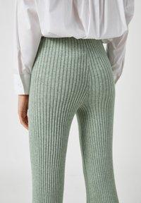 PULL&BEAR - Pantaloni - green - 4