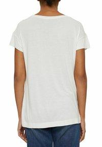 Esprit Collection - MIT PRINT AUS LENZING™ ECOVERO™ - Print T-shirt - off white - 5