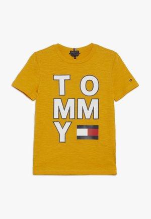 MULTI APPLICATION TEE - Camiseta estampada - yellow
