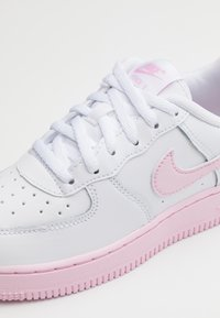 Nike Sportswear - AIR FORCE 1 BRICK - Sneakers basse - white/pink - 5