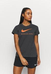 Nike Performance - NIEDERLANDE KNVB TEE GROUND - National team wear - anthracite - 0