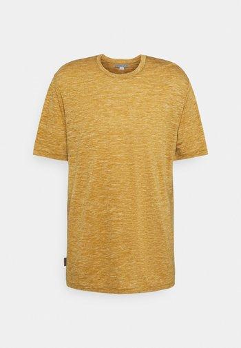 DOWLAS CREWE - Print T-shirt - coyote
