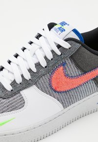 Nike Sportswear - AIR FORCE 1 '07 UNISEX - Sneakers laag - white/sport red/grey/electric green/game royal/black - 5