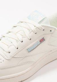 Reebok Classic - CLUB C 85 - Zapatillas - classic white/denim - 5