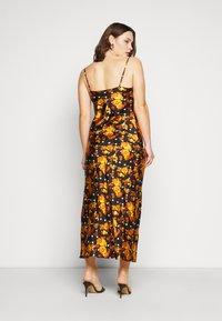 Glamorous Curve - MIDI DRESS WITH NARROW STRAPS AND SIDE SPLIT - Denní šaty - ochre rose - 2