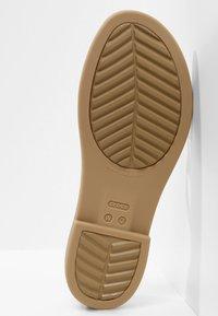 Crocs - TULUM OPEN - Pantoffels - oyster/tan - 4