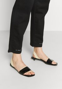 CLOSED - PEDAL PUSHER - Relaxed fit jeans - black - 5
