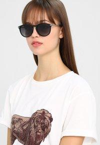 Pilgrim - SUNGLASSES MACON - Sunglasses - black - 1