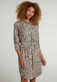 Oui - Shirt dress - light grey camel - 0
