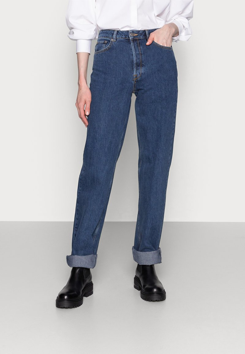 Selected Femme Tall - LONG HARBOUR - Straight leg jeans - medium blue denim