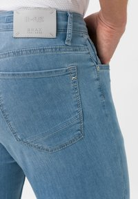 BRAX - STYLE CHUCK - Slim fit jeans - summer blue used - 4
