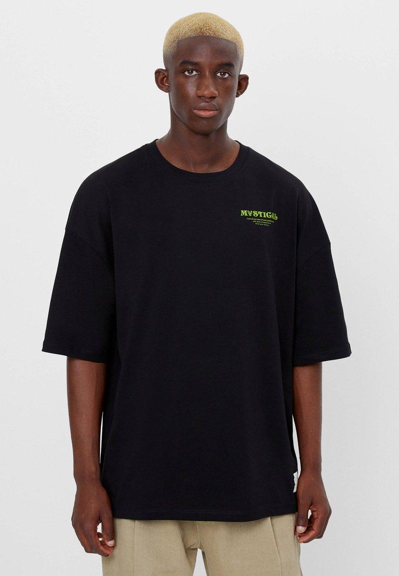 Bershka - MIT ESOTERISCHEM PRINT - Print T-shirt - black