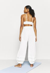 Free People - MOONPIE PANT - Trainingsbroek - white - 2