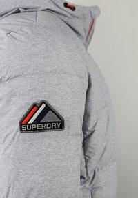 Superdry - Chaqueta de invierno - grey marl/risk red - 3