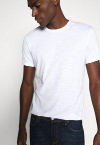 Esprit - T-shirt basic - white - 3