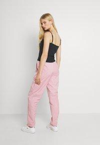 Nike Sportswear - AIR PANT - Pantalones deportivos - pink glaze/white - 0