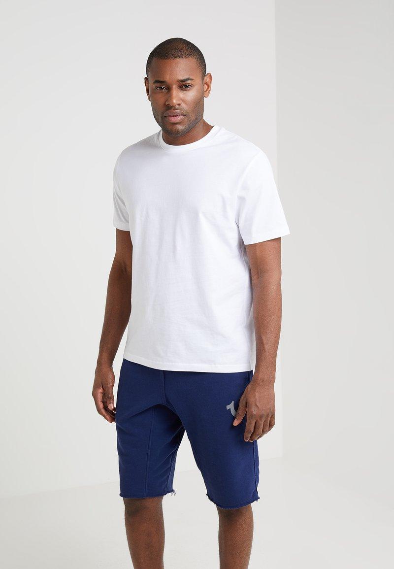 Filippa K - SINGLE CLASSIC TEE - Jednoduché triko - white