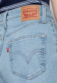 Levi's® - HIGH WAISTED MOM JEAN - Jeans Tapered Fit - light-blue - 4