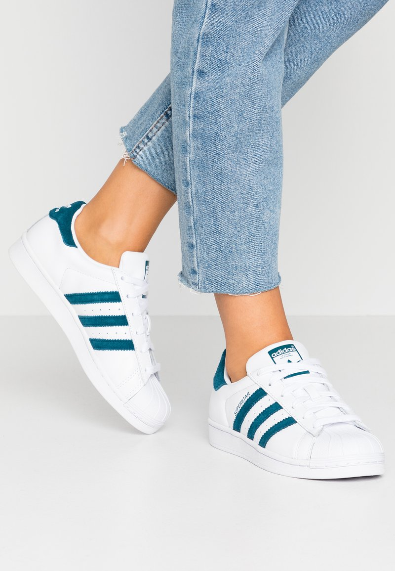 adidas Originals - SUPERSTAR - Sneakers laag - footwear white/tech mint/core black