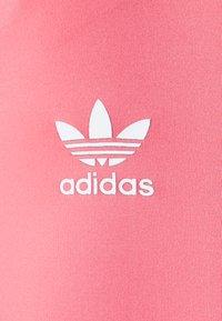 adidas Originals - SHORT TIGHTS - Kraťasy - hazy rose - 4