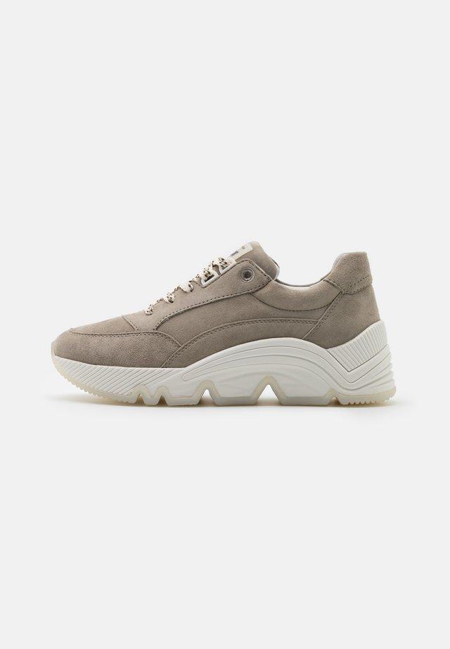 Sneakers laag - schilf