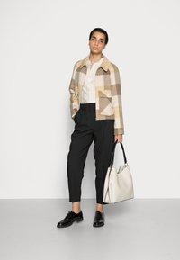 Selected Femme - SLFREGGY SHORT HANDMADE JACKET CHECK B - Summer jacket - caribou - 1