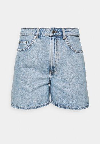 SHORTS - Short en jean - light blue