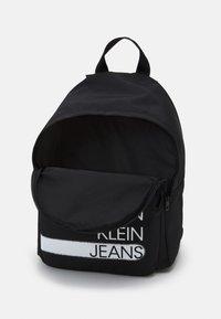 Calvin Klein Jeans - SEASONAL LOGO BACKPACK UNISEX - Rucksack - black - 2