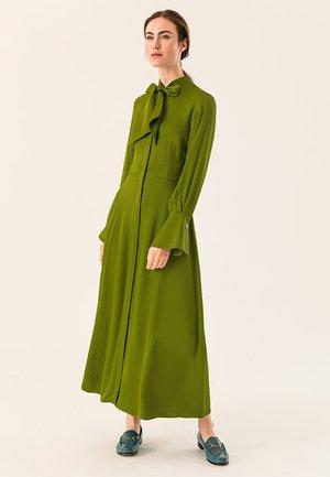 MIT BINDESCHLEIFE - Maxi-jurk - irish green