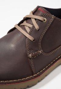 Clarks - VARGO PLAIN - Zapatos de vestir - dark brown - 5