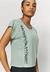 ASICS - RUN - T-Shirt print - slate grey/graphite grey - 3
