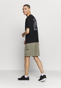 adidas Originals - Shorts - clay - 2