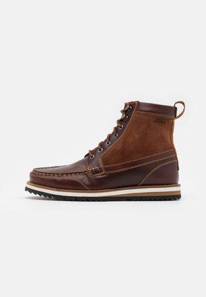 DURSTON HI - Šněrovací kotníkové boty - british tan