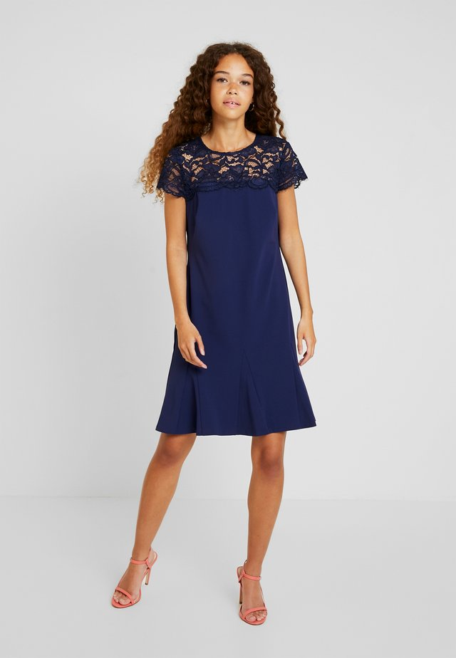 CALLY SHORT SLEEVE DAY DRESS - Kjole - dutch blue