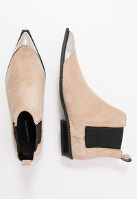 Calvin Klein Jeans - ARTHENA - Kotníková obuv - travertine - 3