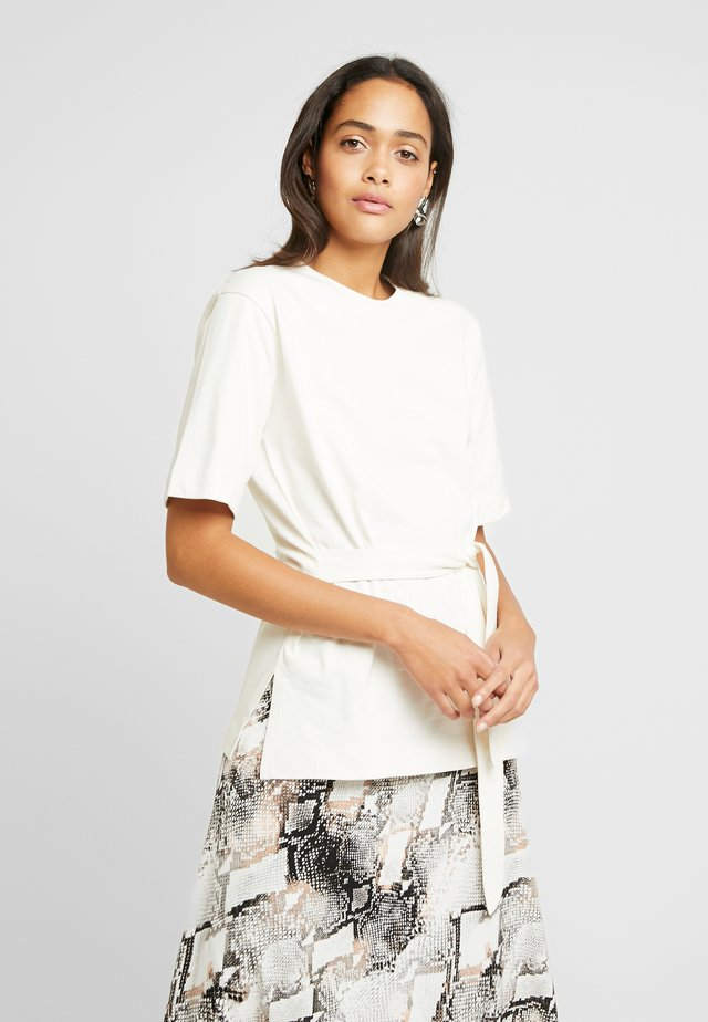 BELTED - Print T-shirt - cream