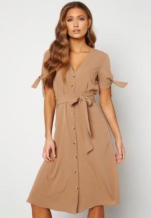 FREDRIKA - Skjortklänning - light brown