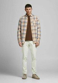 Jack & Jones PREMIUM - Shirt - sudan brown - 1