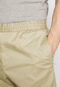 Joseph - ETTRICK - Spodnie materiałowe - sand - 3