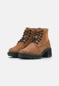 Timberland - KORI PARK 6 INCH BOOT - Classic ankle boots - cheetah - 2