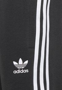 adidas Originals - ADICOLOR - Shorts - black/white - 3