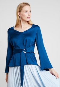 Cortefiel - BLOUSE WITH SIDE BOW DETAIL - Blouse - blues - 0