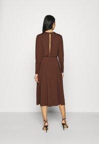 Vero Moda - VMNEXT CALF DRESS - Jumper dress - potting soil - 2