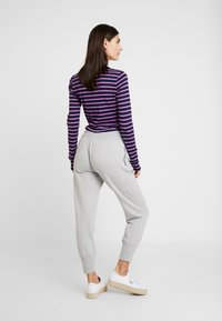GAP - Pantalones deportivos - light heather grey - 2