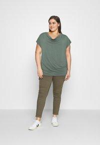 Anna Field Curvy - Print T-shirt - green - 1
